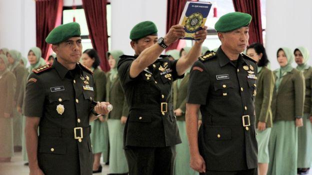 Karena Unggahan Istri di Medsos, Tiga Anggota TNI Dicopot Jabatannya